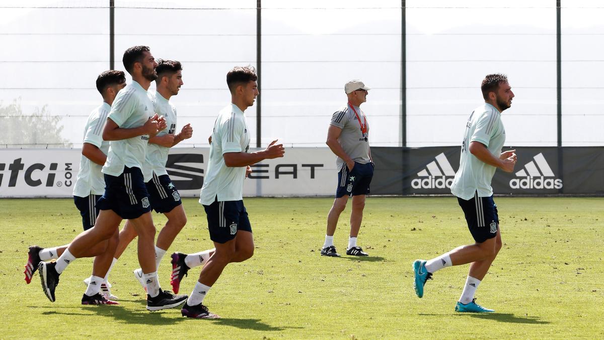 La selección de fútbol entrena antes de su primer encuentro olímpico.