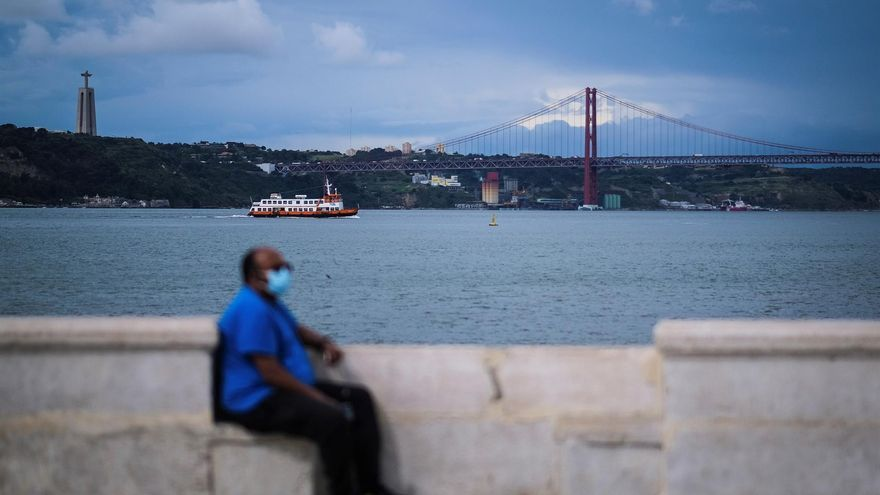 """Portugal frena su plan de desescalada en un momento """"crítico"""" de la pandemia"""