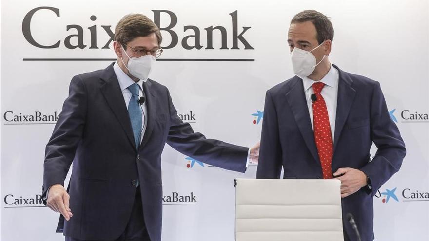CaixaBank gana 4.181 millones y repartirá el 50% en dividendos