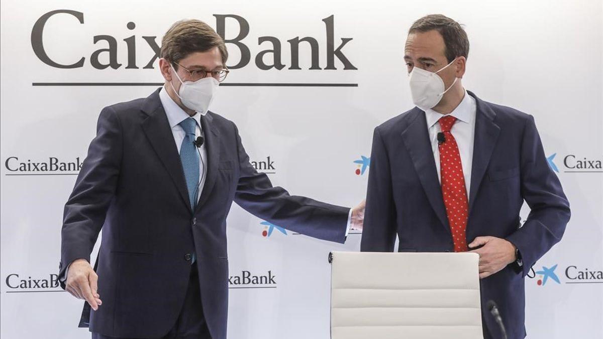 El presidente de CaixaBank, José Ignacio Goirigolzarri (izquierda), y el consejero delegado de la entidad, Gonzalo Gortazar.