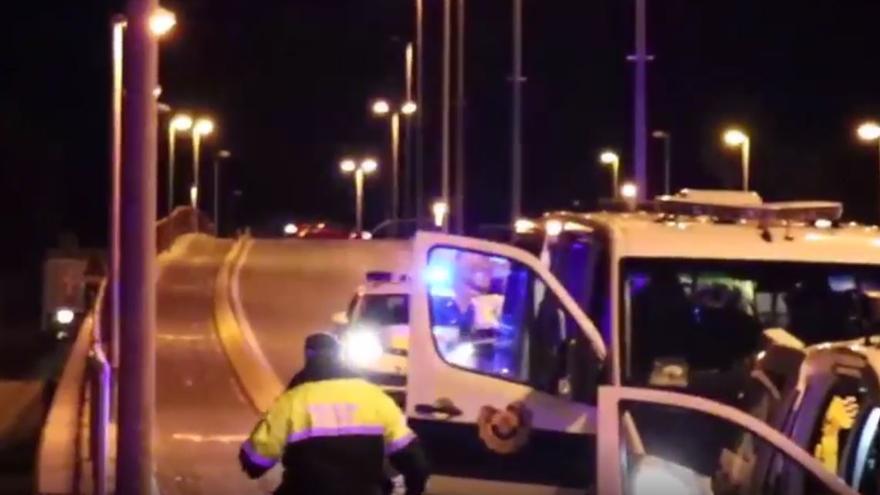 Detienen a un vehículo que se dio a la fuga durante el toque de queda de la noche del sábado en Alicante