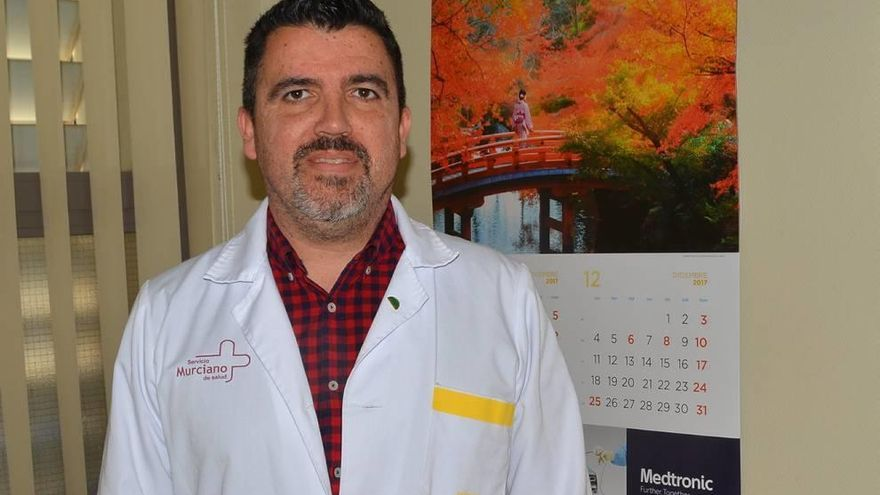 El doctor José María Almela baraja presentarse como tercer candidato a la secretaría general del PSRM