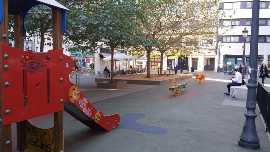 Comienzan las obras de remodelación y ampliación de la zona de juegos infantiles de la calle Vinatea
