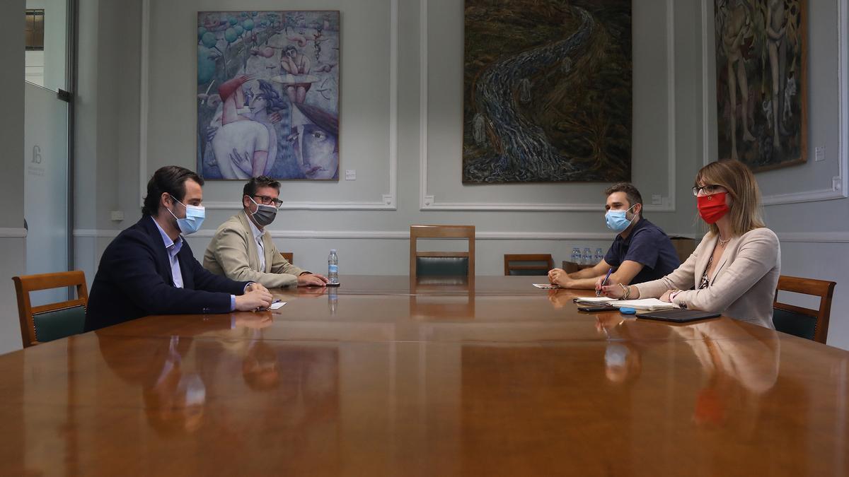 Eduardo Dolón, Javier Gutiérrez, Gerard Fullana y Patricia Macià en la reunión para negociar los presupuestos de la Diputación.