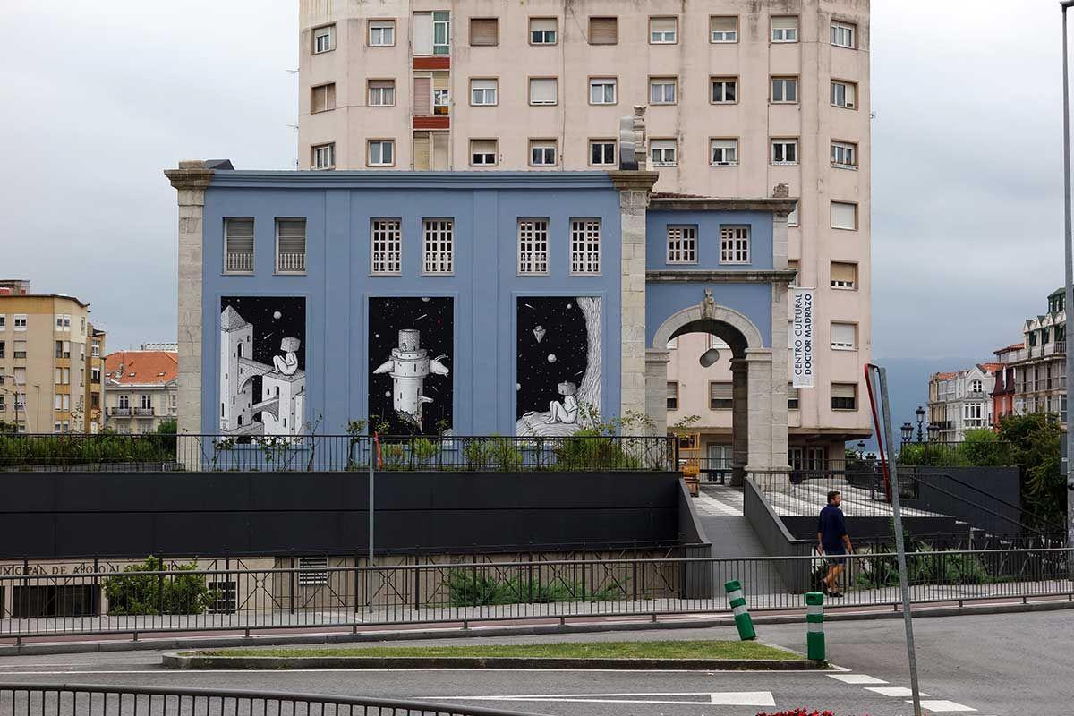 """Peri Helio-Obra """"Paradigma de la inconsciencia humana"""" en un edificio de Santander"""