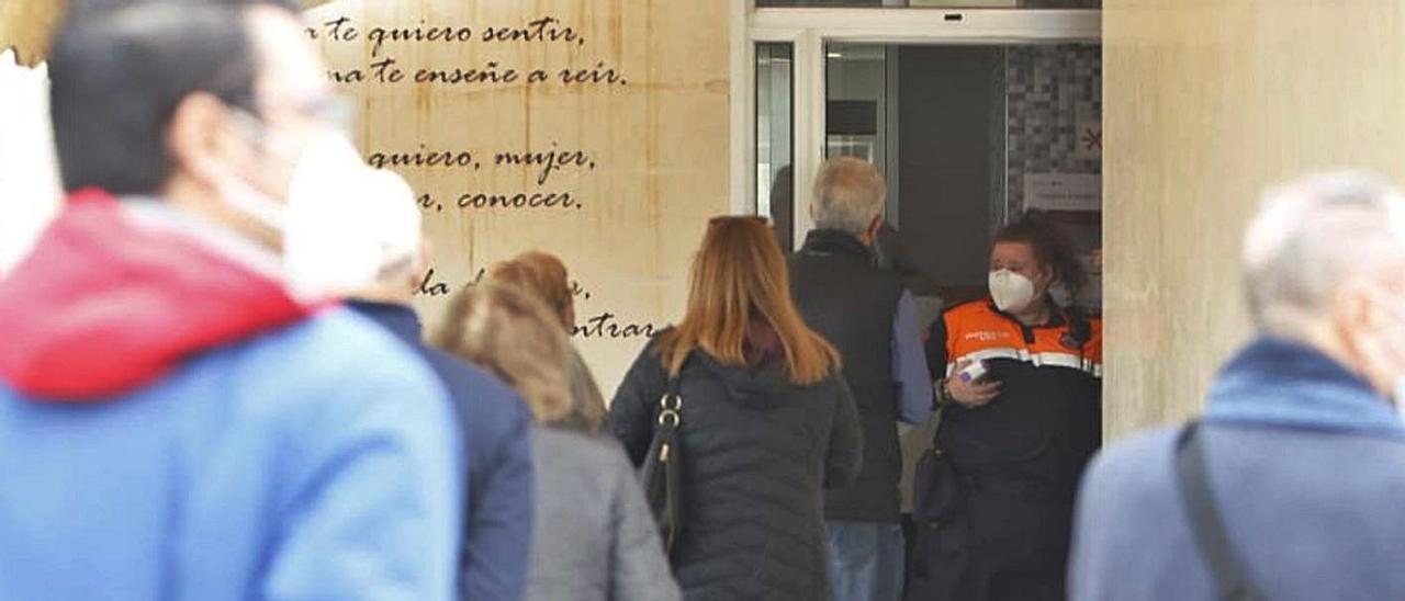 El centro social Playas de Alicante muestra que se sigue vacunando a buen ritmo.