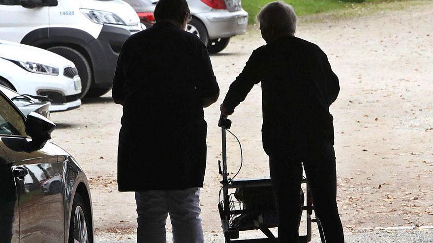 Arteixo aprueba el nuevo contrato de ayuda en el hogar con el rechazo de las trabajadoras