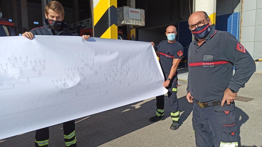 Reconocimiento al cabo Manolo Vera Pastor, uno de los primeros bomberos de Torrevieja que ya podría jubilarse y ha decidido continuar en el servicio