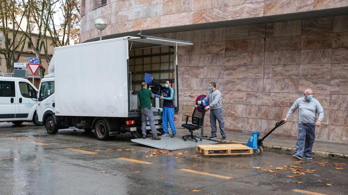 Traslado de mobiliario e instrumentos de El Carme al  Hospital General.