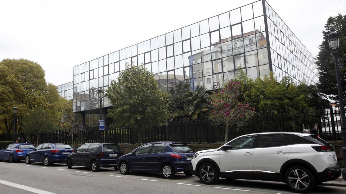 Vista exterior del antiguo centro de informática de Caixanova, ubicado en la calle López Mora. // R. Grobas