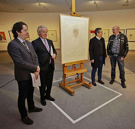 Carlos Cuadros, Umberto Guerini, Vicente Domínguez y Fernando Castro presenten el dibuxu de Francis Bacon.