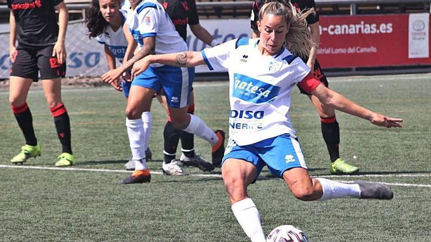 Pisco se dispone a lanzar el penalti convertido contra la Real Sociedad.
