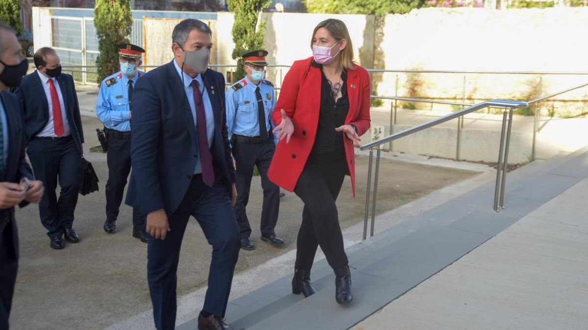 El conseller d'Interior, Miquel Sàmper, visita Figueres