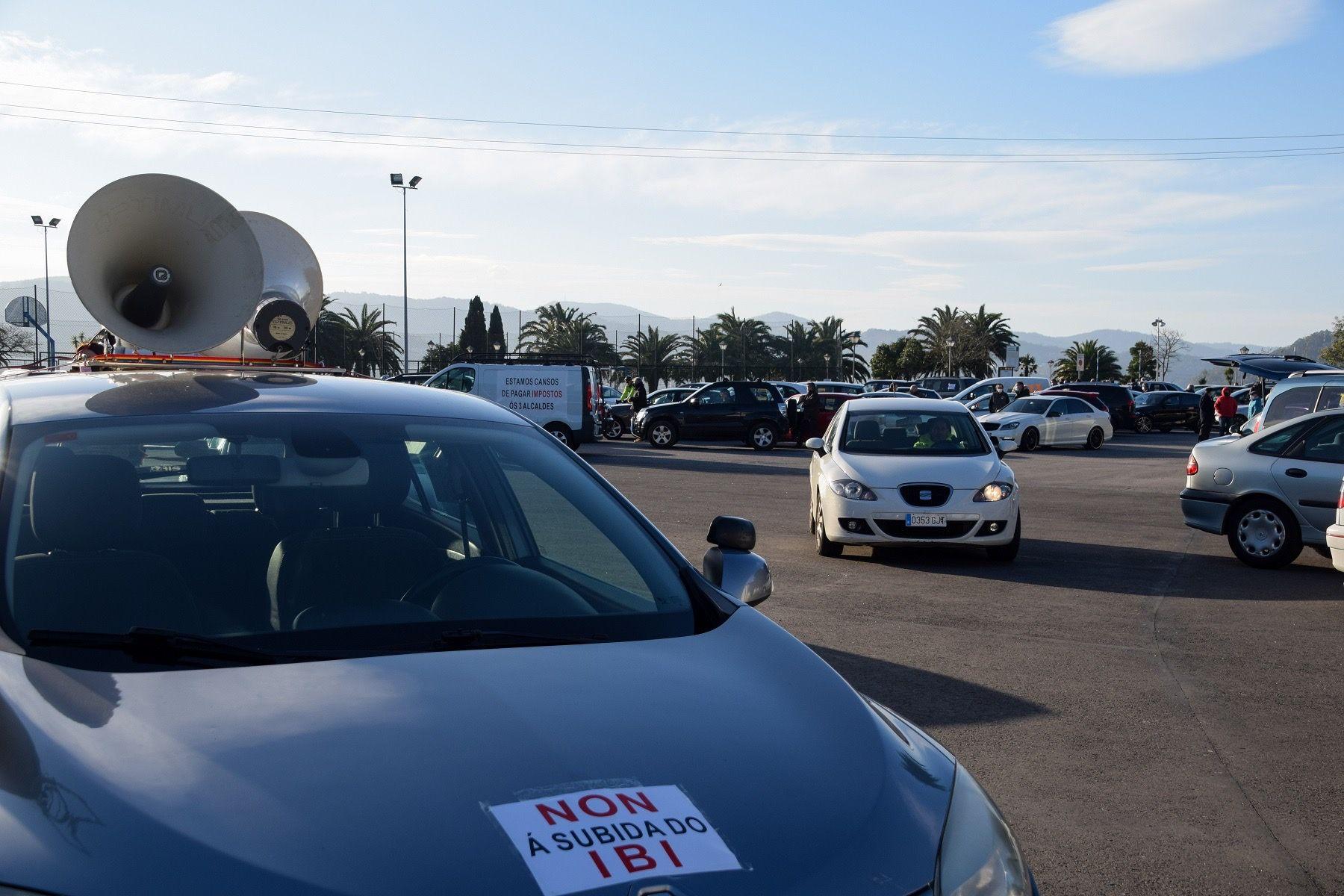 Caravana protesta contra la subida del IBI en Poio