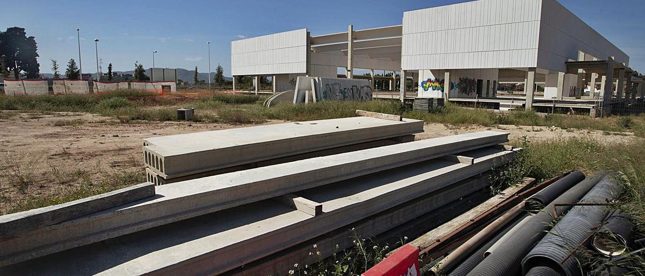 Estado en el que se encuentran las obras del pabellón frente al cementerio del Port. | DANIEL TORTAJADA