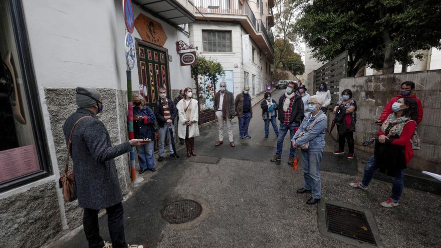 Jaume Oliver recorre los escenarios que inspiraron 'Crònica desordenada de Ciutat Antiga'