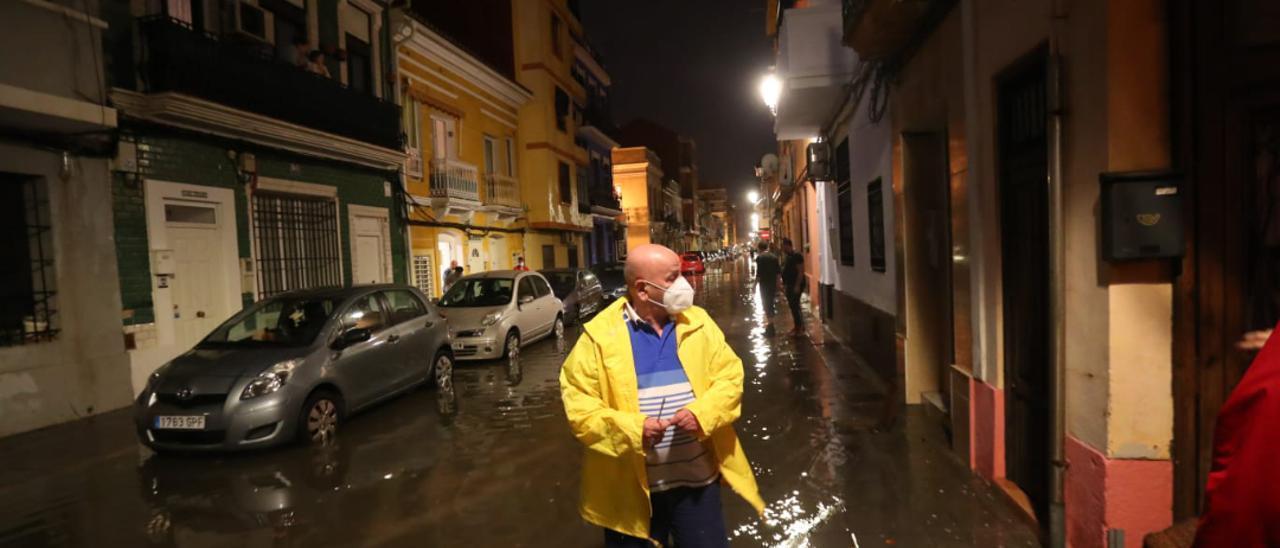 Las imágenes del temporal en Valencia: destrozos en la huerta, inundaciones, caos en el tráfico y barrios anegados