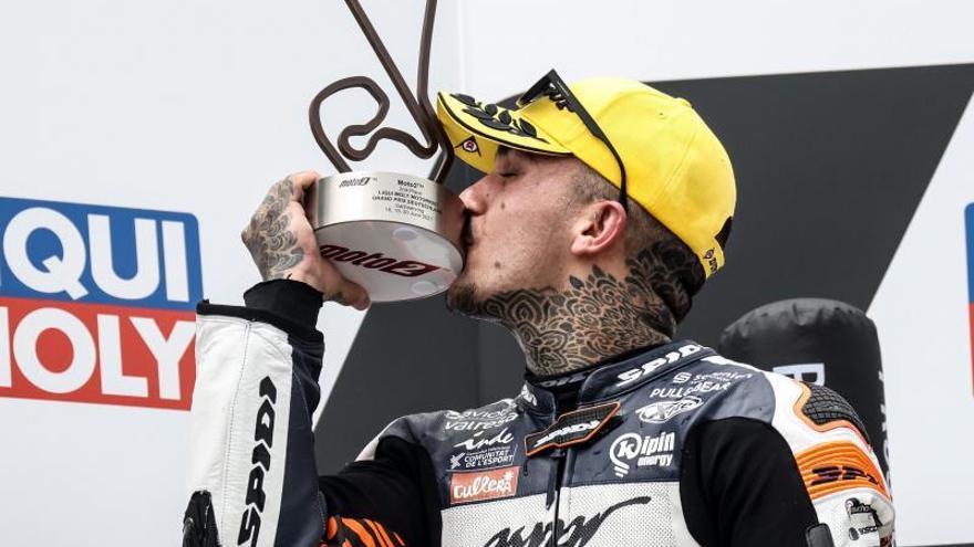 Lección de Márquez y podio de Canet
