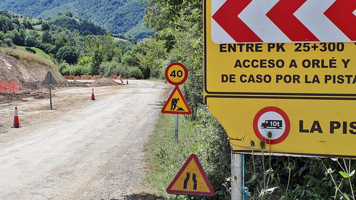 Una de las zonas en las que se acometen las obras de mejora del tramo que une Campo de Caso con Bueres en una imagen de archivo. | LNE