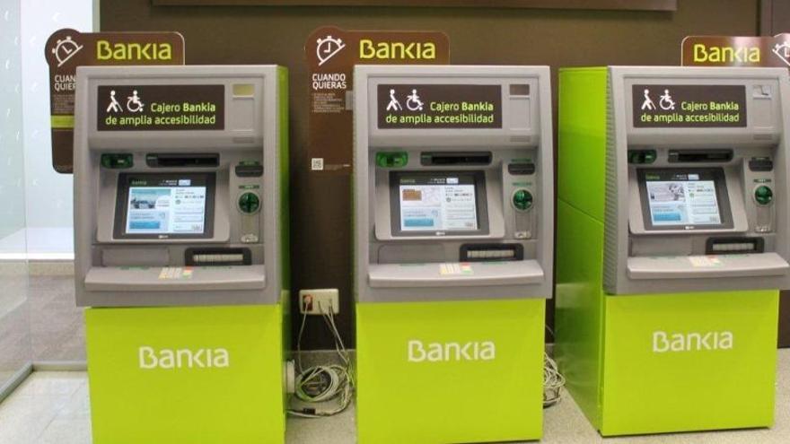 Bankia, CaixaBank y otras siete entidades dejan de cobrar comisiones en los cajeros desde el lunes