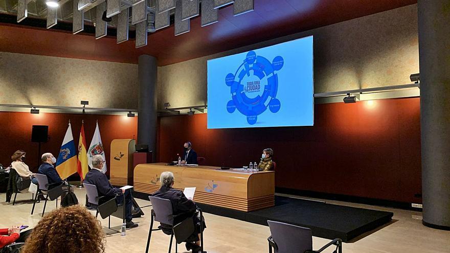 Hidalgo presenta el presupuesto al Consejo Social y las juntas de distrito
