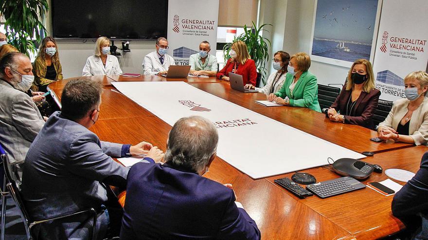Normalidad y refuerzo de personal en el primer día de gestión pública de la sanidad en Torrevieja