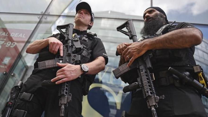 """Atentado en Mánchester: Reino Unido eleva a """"crítico"""" su nivel de alerta antiterrorista ante el temor a otro ataque"""