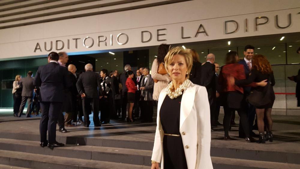 Catherine Bellus, directora del Liceo Francés, una de las entidades premiadas, a su llegada al Auditorio.