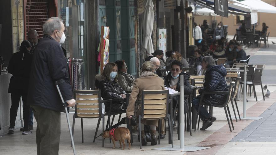 Batalla política por abrir los bares en Asturias: ¿cuándo es el momento oportuno?