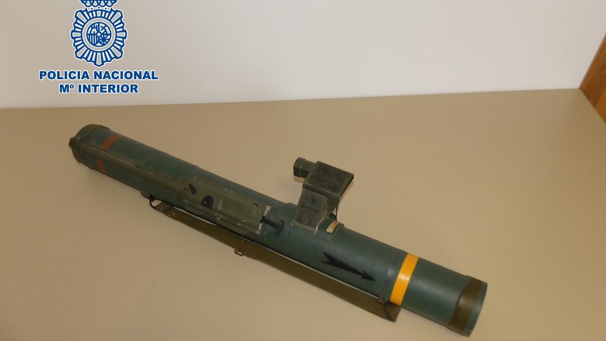 El lanzagranadas intervenido por los agentes de Policía Nacional.