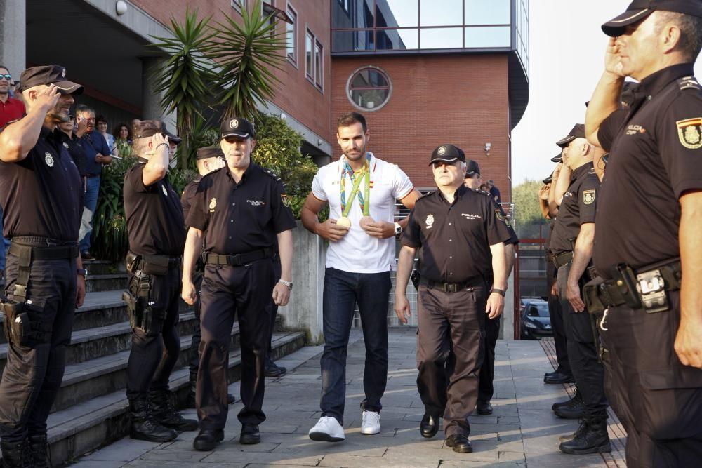 La Comisaría de Gijón homenajea a Craviotto y Hernanz por sus triunfos