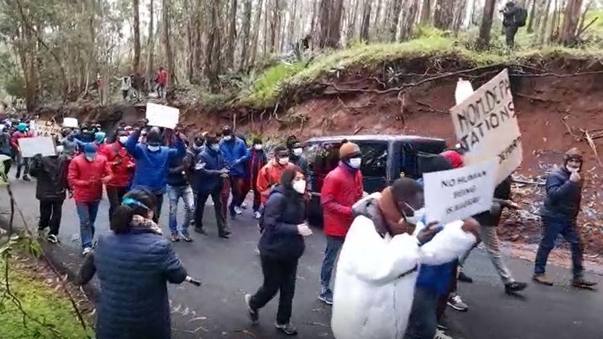 """1.200 personas piden """"libertad"""" en la manifestación a favor de los migrantes"""