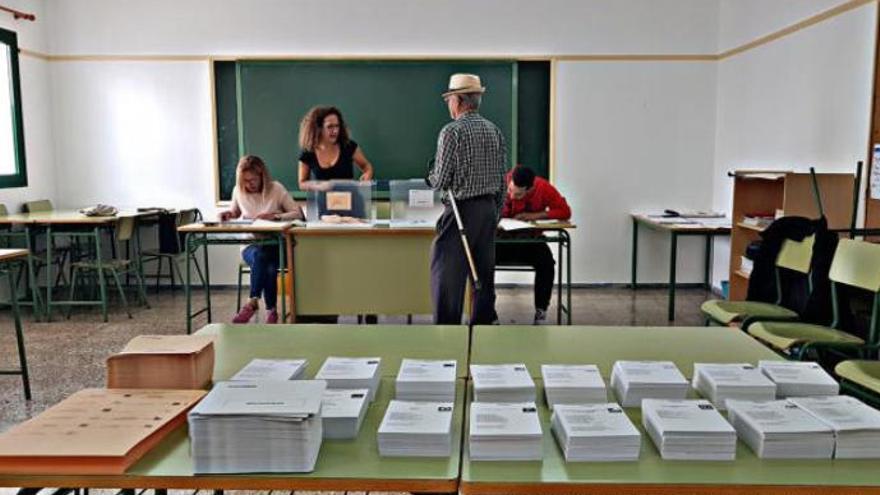 El mal tiempo impide trasladar a Lanzarote los 576 votos emitidos en La Graciosa