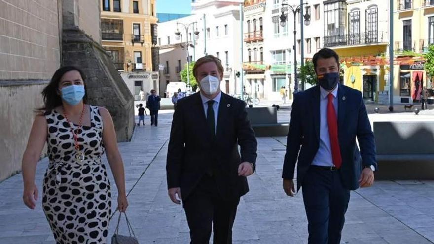 El documento que plasma el acuerdo verbal entre Vélez, Cs y PP se hará público mañana