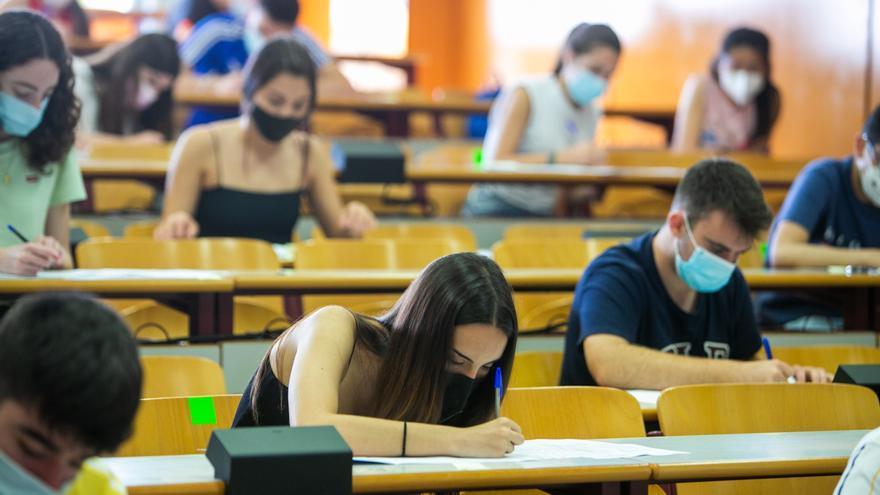 El examen de Valenciano en Selectividad causa revuelo entre el alumnado