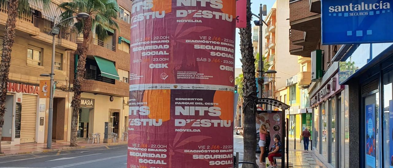 Publicidad de actividades de otras localidades en la avenida Ancha de Castelar de San Vicente.