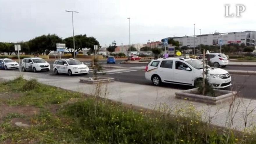 Caravana-manifestación de los taxistas de la capital