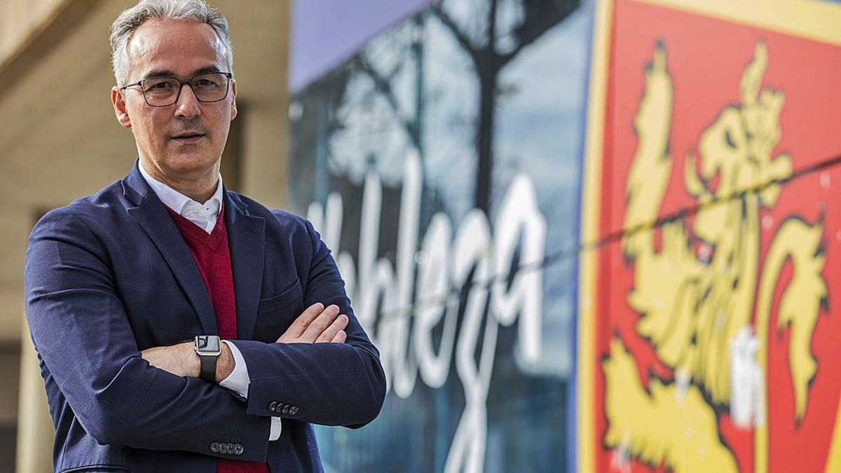 Miguel Torrecilla, ayer, en Zaragoza.   Chus Marchador / El Periódico de Aragón