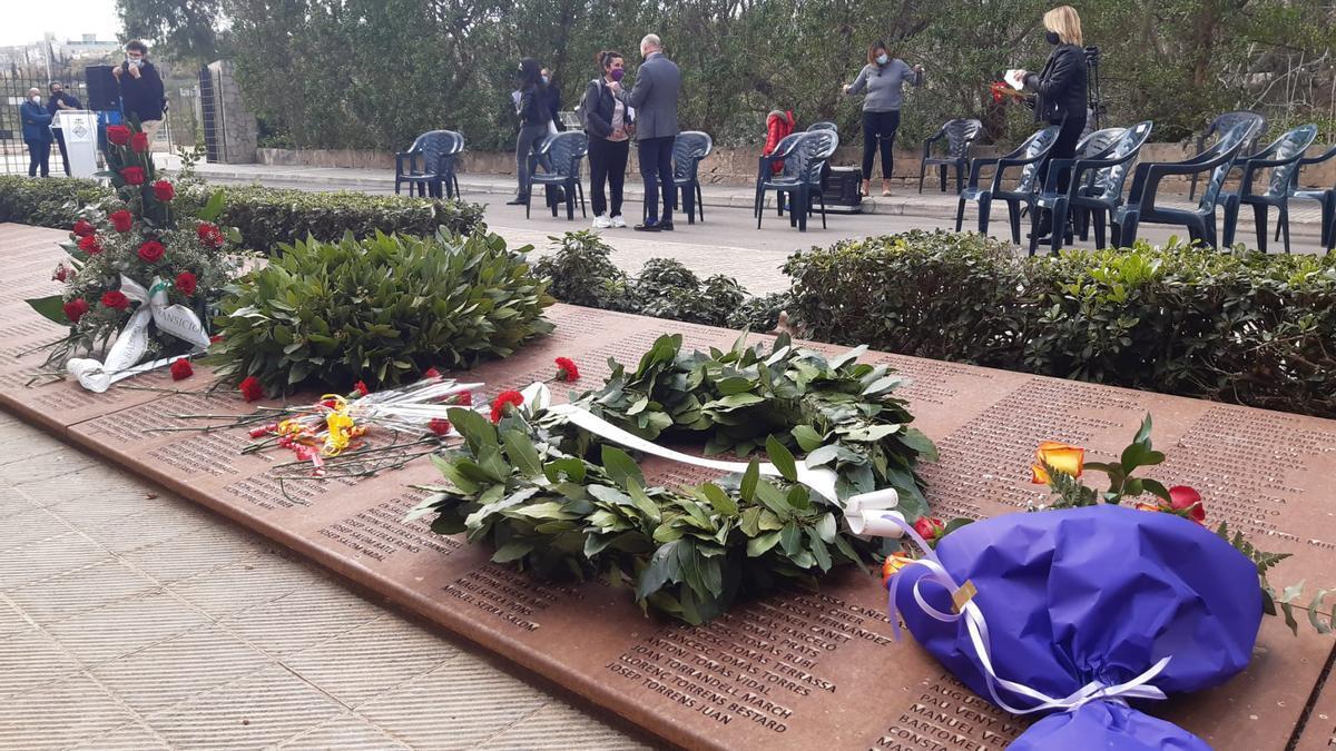 El acto se realizó en el Mur de la Memòria del cementerio de Palma.