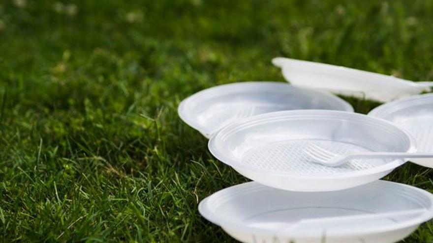 Plats, coberts i palletes de plàstic, prohibits a la Unió Europea a partir del 3 de juliol