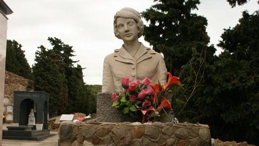 Tumba de azafata Maribel Sastre fallecida en en el accidente aéreo. / Edwin Winkels