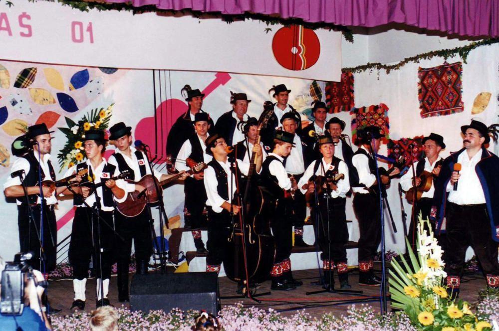 Croacia - El canto y la musica becarac de Croacia oriental.