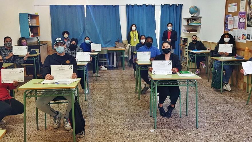 13 alumnos completan el curso de integración
