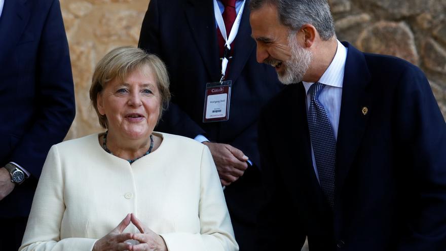 König Felipe VI. verleiht Angela Merkel den Europapreis Karl V.