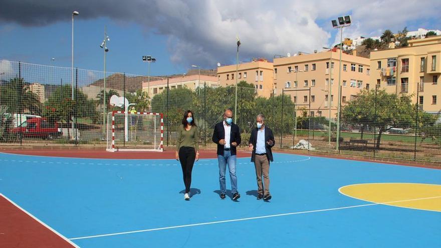 El IMD rehabilita   la pista deportiva del Parque de  las Edades de Jinámar