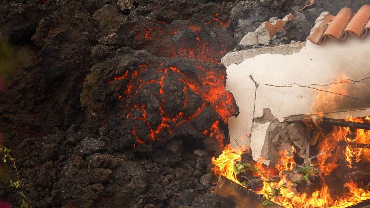 The lava, next to a destroyed house on La Palma.