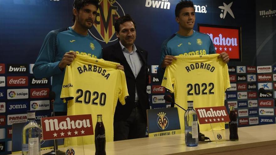 """Rodrigo y Barbosa, """"orgullosos"""" de seguir en el Villarreal CF"""