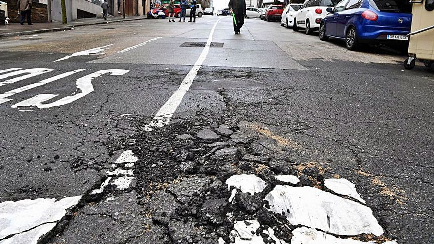 Cortes de tráfico en la avenida de la Concordia por la rotura de una tubería