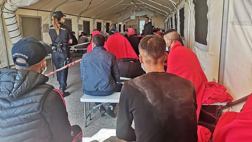 Llegan cinco pateras con 77 inmigrantes a Alicante  en menos de 24 horas