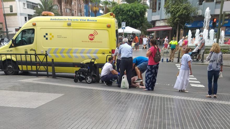 Una septuagenaria en silla de ruedas sufre una caída en Mesa y López